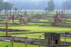 Ett avsnitt av de Auschwitz-Birkenau koncentrationslägerbarackerna på Oswiecim i Polen Royaltyfria Bilder