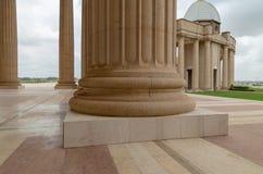 Ett avsnitt av en av de många kolonnerna av basilikan av vår dam av fred arkivbilder