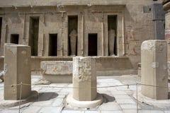 Ett avsnitt av fristaden av Tuthmosis 3rd och drottningen Hatshepsut på templet av Hatshepsut på Deir al-Bahri nära Luxor i Egypt Arkivbilder