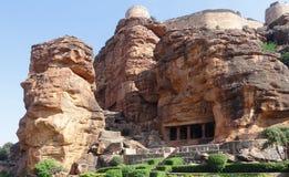 Ett Badami grottatempel arkivbilder