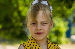 Ett barn är en flicka Arkivfoto