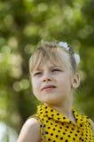 Ett barn är en flicka Arkivfoton