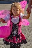 Ett barn klädde som en fe på Pumpkinfest Arkivfoto