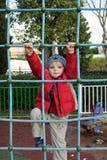 Barnet på en stege royaltyfri fotografi