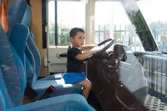 Ett barn på hjulet royaltyfria foton