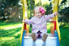 Ett barn på lekplatsen Royaltyfri Fotografi