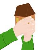 Ett barn rymmer ett hus Arkivfoto