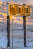 Ett baseballfunktionskort mot berget på solnedgången arkivbild