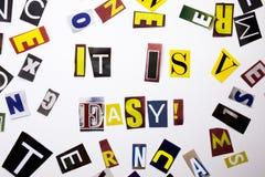 Ett begrepp för visning för ordhandstiltext av det är lätt som göras av den olika tidskrifttidningsbokstaven för affärsfall på de arkivfoton