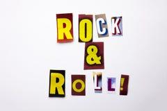 Ett begrepp för visning för ordhandstiltext av Rock - och - rulle som göras av den olika tidskrifttidningsbokstaven för affärsfal Royaltyfria Foton