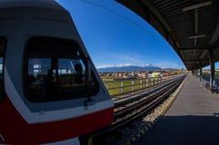 Ett bergdrev i den Poprad järnvägsstationen Arkivfoton