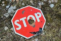 Ett brutet stopptecken Royaltyfri Fotografi