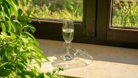 Ett champagneexponeringsglas med champagne arkivfoto