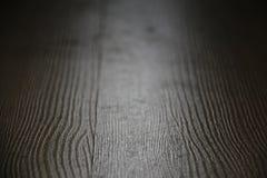 Ett detaljerat closeupfoto av en mörk golvtextur royaltyfri foto