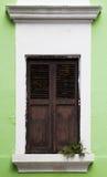 Ett enkelt fönster av gamla San Juan Royaltyfri Fotografi