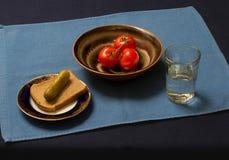 Ett enkelt mellanmål för en vodka Arkivbild