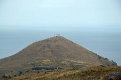 Ett ensamt hus på kullen Royaltyfria Bilder