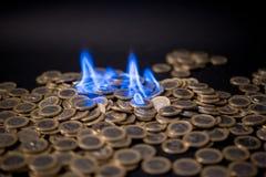 Ett euro mynt på brand royaltyfri bild