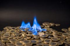 Ett euro mynt på brand royaltyfria foton