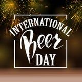 Ett exponeringsglas av öl Internationell öldagbokstäver också vektor för coreldrawillustration stock illustrationer