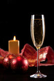 Ett exponeringsglas av champagne i jul Royaltyfria Foton