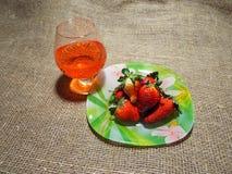 Ett exponeringsglas av den röda drinken Royaltyfria Foton