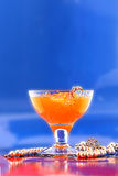 Ett exponeringsglas av fruktsaft Royaltyfria Bilder