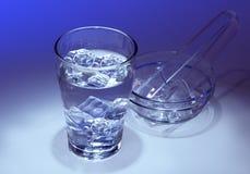 Ett exponeringsglas av nytt isvatten Fotografering för Bildbyråer