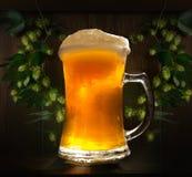 Ett exponeringsglas av nytt kallt öl arkivfoto