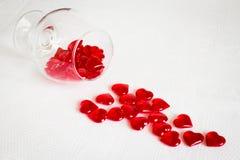 Ett exponeringsglas av röda hjärtor Arkivfoto