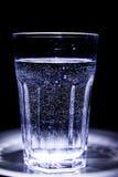 Ett exponeringsglas av vatten Arkivfoto