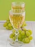 Ett exponeringsglas av vitt vin Royaltyfria Bilder