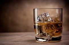 Ett exponeringsglas av whisky Arkivbild