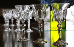 Ett exponeringsglas och ett ljus på tabellen Arkivfoton