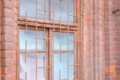 Ett fönster i en gammal byggnad royaltyfri fotografi