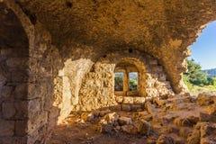 Ett fönster i fördärvar av ett gammalt arabiskt hus Fotografering för Bildbyråer