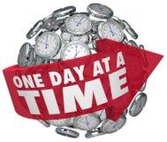 Ett för klockasfär för dag som i sänder långsamt tålmodigt framsteg flyttar Forw Royaltyfria Bilder