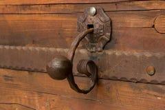 Ett förfalskat dörrhandtag arkivbilder
