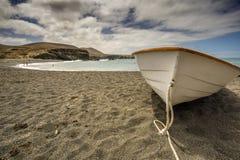 Ett fartyg på stranden Arkivbilder