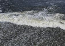 Ett flöde av vatten Vattenkaskader vertical för flod för panorama för berg för 3 hdrbilder fotografering för bildbyråer