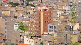 Ett flerfamiljshus i Tabriz, norr Iran arkivfilmer