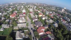 Ett flyg av ett surr över hus lager videofilmer