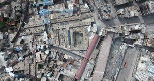 Ett flyg av ett surr över staden stock video