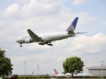 Ett flygaflygplan av United Airlines royaltyfria foton