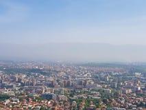 Ett fotografi av staden från flyg- sikt arkivbilder