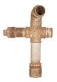 Ett fragment av den gamla vattentrumman som består av rör och fitt Royaltyfri Bild