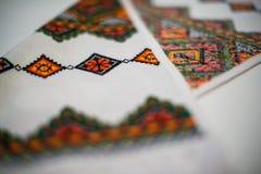 Ett fragment av den ukrainare broderade handduken Royaltyfria Bilder