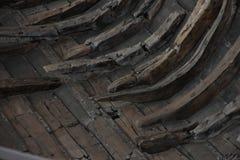 Ett fragment av ett forntida skepp, fartyg i Viking Museum i Roskilde, Danmark Royaltyfri Foto