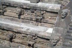 Ett fragment av klivapyramiden i Teotihuacan Royaltyfri Bild