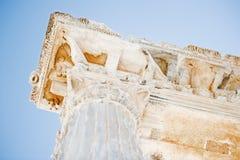 Ett fragment av tempelet av Apollo i sida. arkivbilder